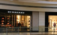 "Burberry力求转型 放弃部分""店中店"""