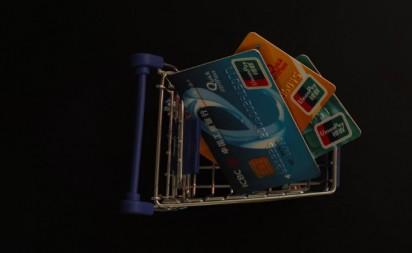 空中发卡时代已至,信用卡市场高速发展