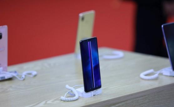 中国智能手机市场饱和 三星苹果面临挑战