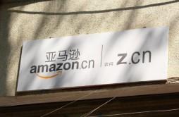 零售业风向再变:沃尔玛向上 亚马逊向下