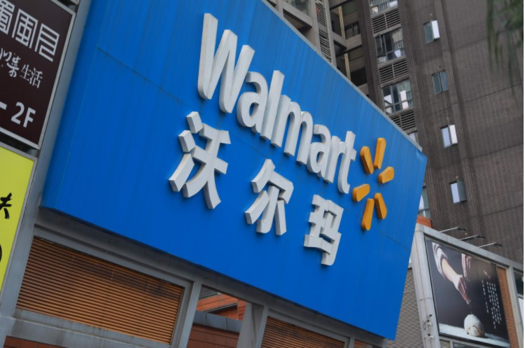 与亚马逊激烈碰撞 沃尔玛能否找到电商零售突围之路_零售_电商报