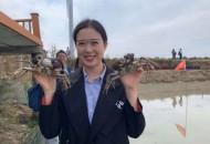 纷来代言人赴阳澄湖现场考察大闸蟹养殖捕捞过程