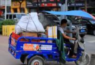 清远邮政管理局规范管理快递配送三轮车