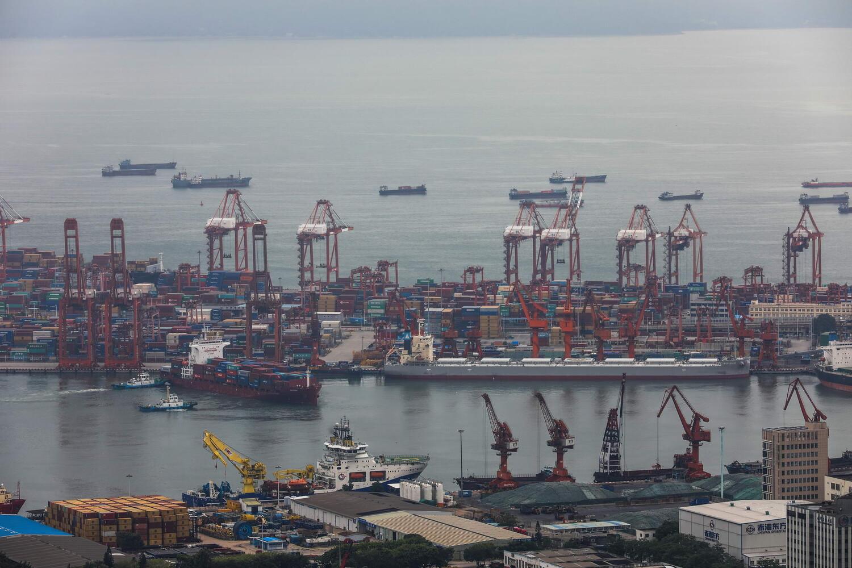 全球首条智能空轨集疏运系统落地青岛港